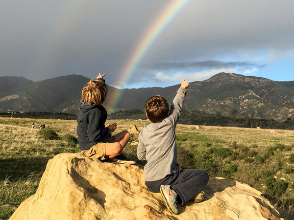 kids with rainbow